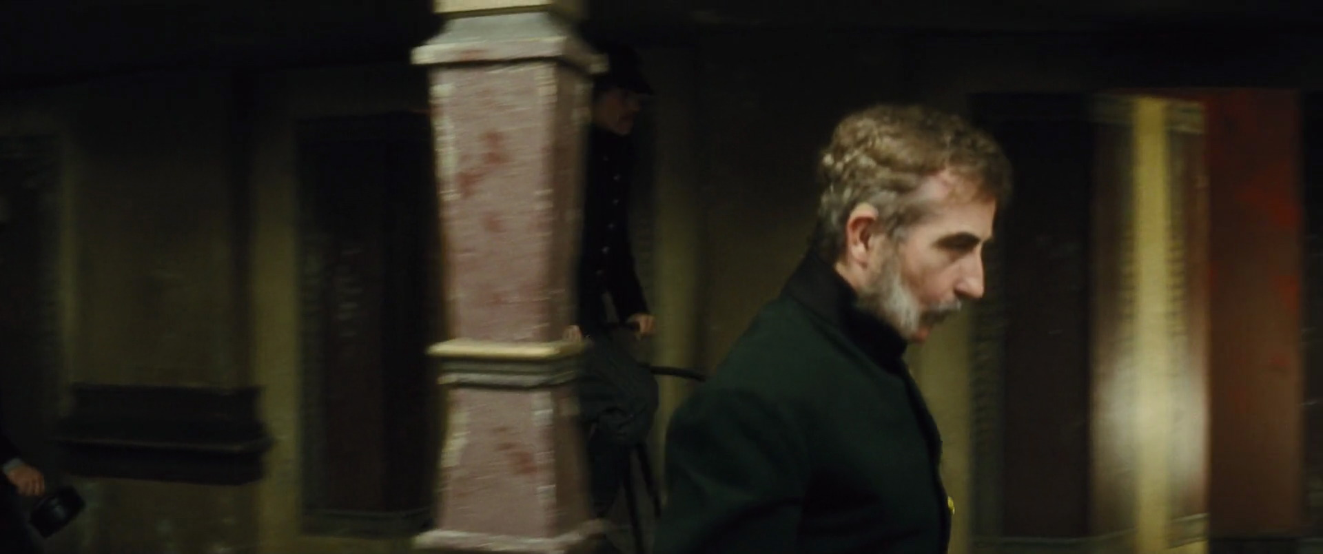 http://www.caps.media/201/2-anna-kareina/full/anna-karenina-movie-screencaps.com-930.jpg