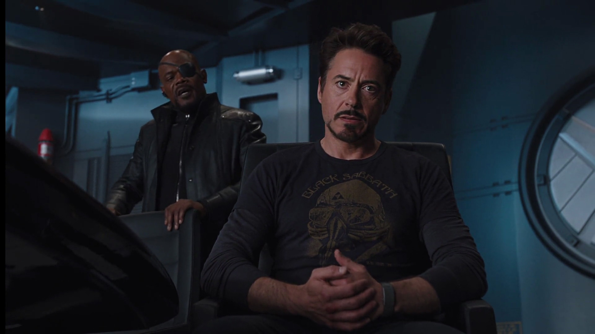 http://www.caps.media/201/2-avengers/full/avengers-movie-screencaps.com-10765.jpg