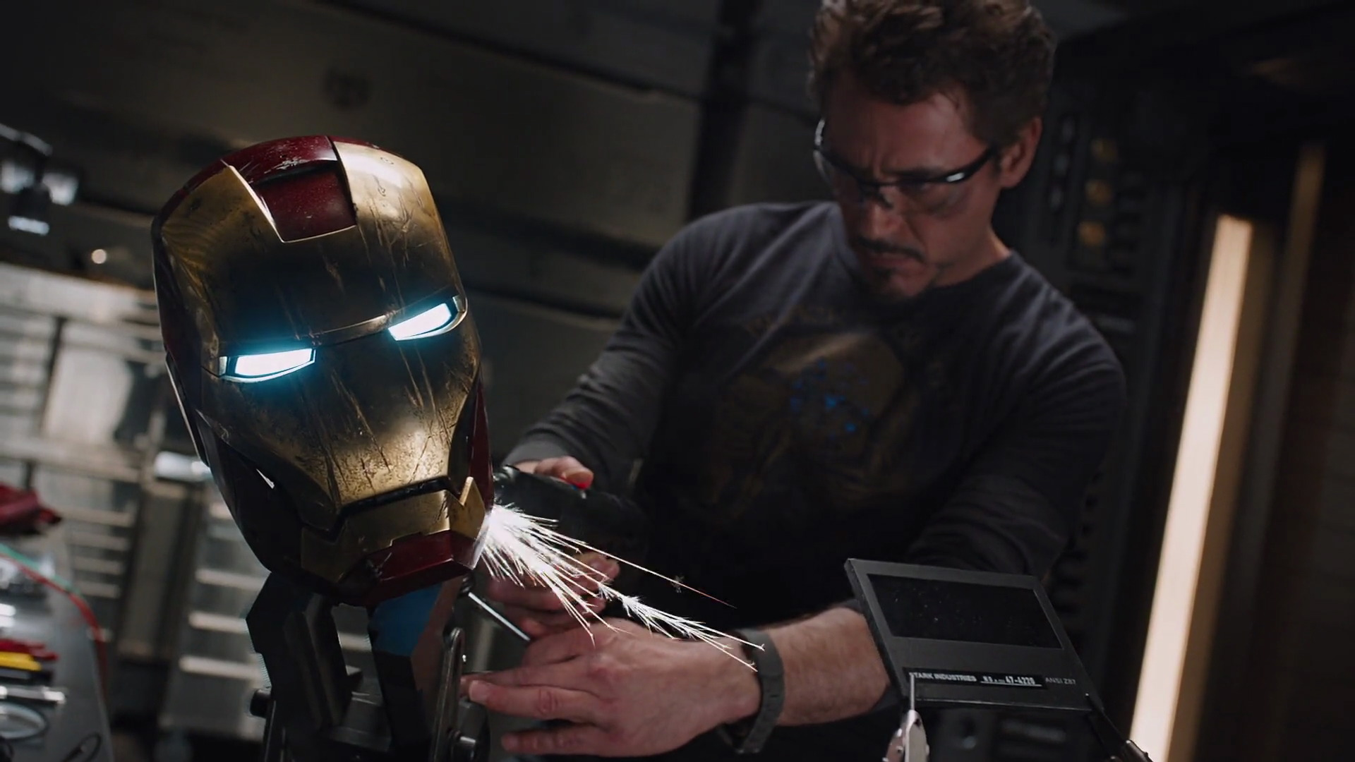 http://www.caps.media/201/2-avengers/full/avengers-movie-screencaps.com-11568.jpg