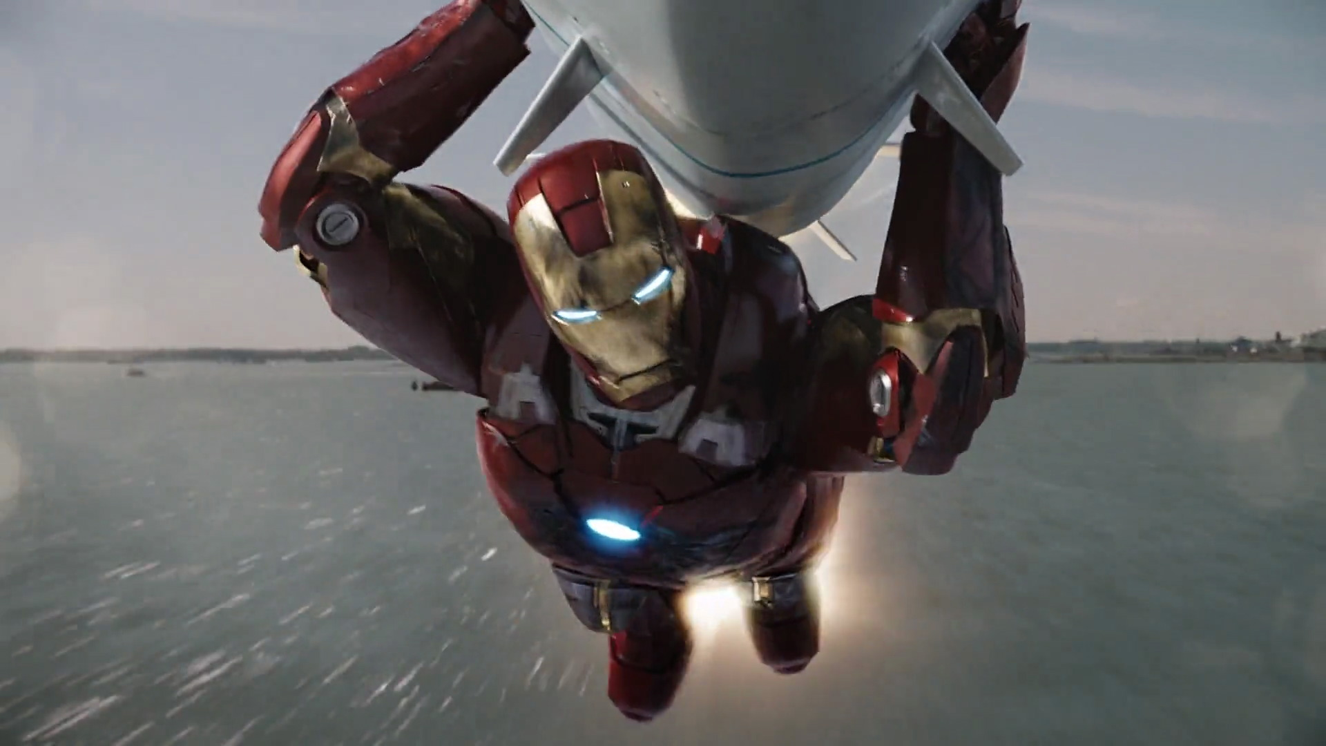 http://www.caps.media/201/2-avengers/full/avengers-movie-screencaps.com-14908.jpg